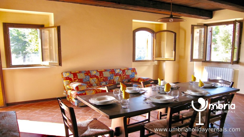 any one of the sitting/dining rooms can be arranged to seat 12/15 persons or converted into extra bedrooms