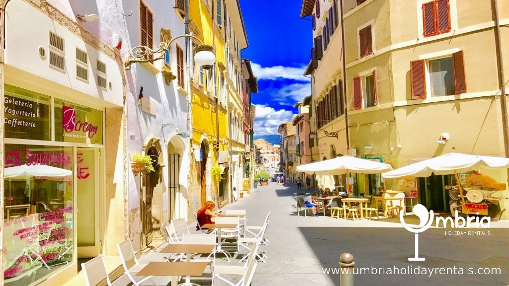 Terrazza Carinissima Sleeps 4 Umbria Holiday Rentals