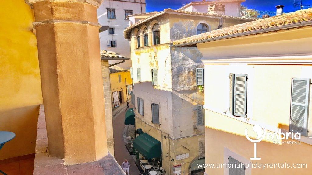 Terrace/balcony seats 4 overlooking pedestrian, mediaeval Porta Fuga