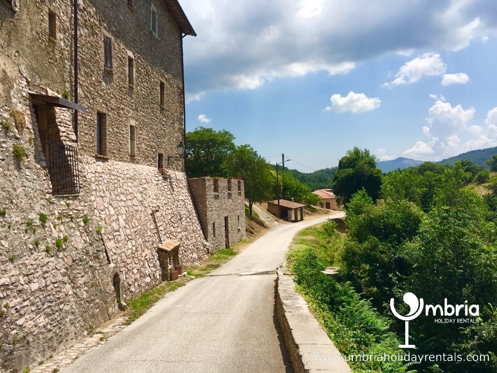 3 mins walk to public pool + restaurant and 1 min walk to trattoria