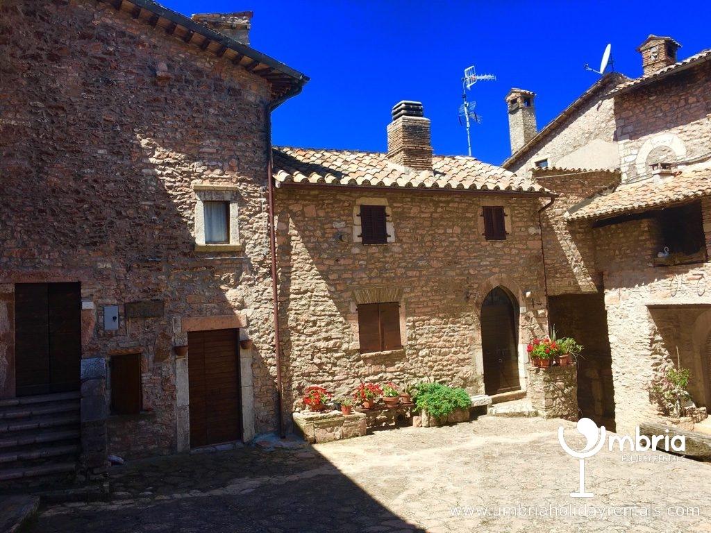 inside 9C Macerino Castle