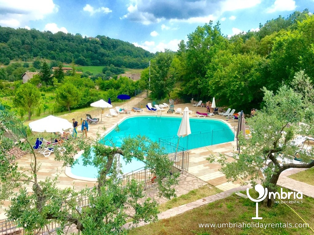 Public pool, inc in rate, 3 minutes from castle, plus restaurant