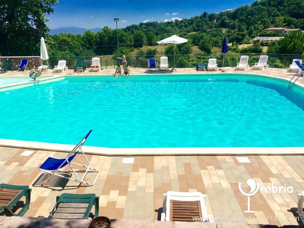 public pool inc in rate, 3 mins walk + restaurant